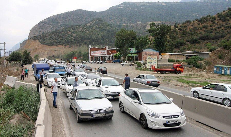 هشدارها بی فایده است؛ ترافیک سنگین در جاده های شمال
