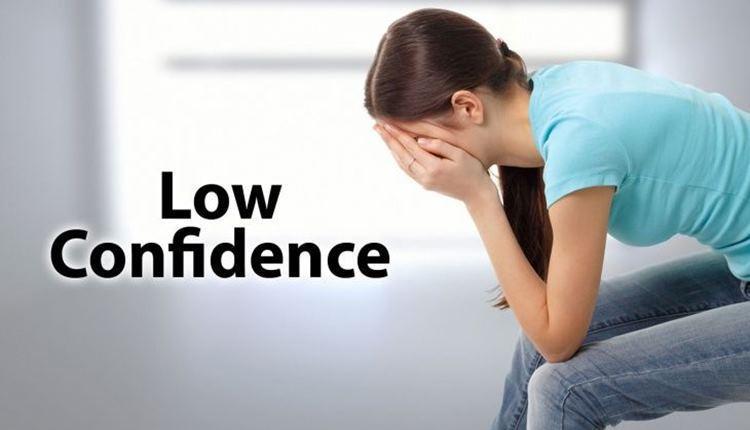 علائم کمبود اعتماد به نفس چیست؟